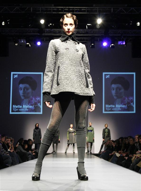 B-wide coat i grå rutet ull