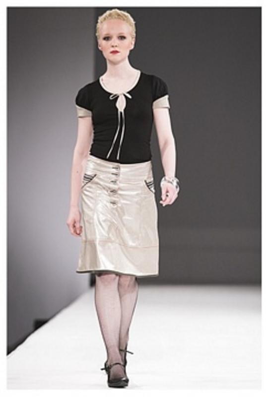 Sailor skirt og 23 puff tee i sort